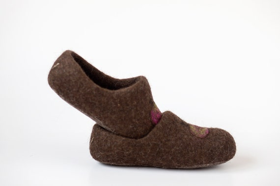 Children slippers personalized brown - Children felted organic wool clogs - felted kids slippers - eco-friendly children slippers