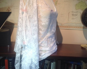 Beautiful White Lace top w/Sparkly Butterfly Accents (size small)