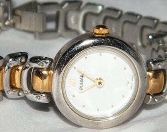 Vintage Ladies Pulsar Silver Gold Two Tone V810 Quartz Watch