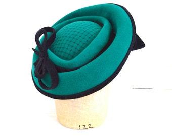 OOAK Kelly Green Velour Felt Fascinator Hat -- Handmade Jade Womens Cocktail Hat