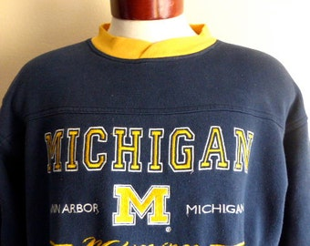 Go Wolverines vintage 90's University of Michigan navy blue fleece embroidered yellow gold logo split crew neck collar graphic sweatshirt MD