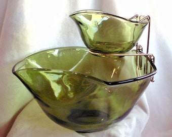 Vintage avocado green chip and dip bowl