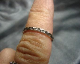 Sterling Diamond Cut Zig Zag Design Ring Size 5 3/4 1011.