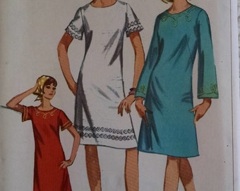 Vintage 1966 Simplicity Dress Pattern, Size 16