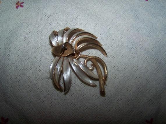 Vintage brooch, goldtone enamel flower brooch pin