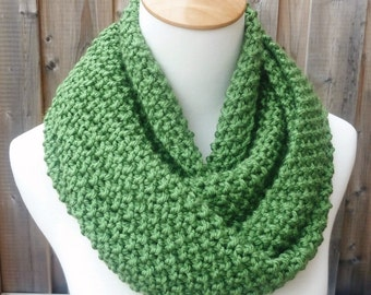 Merino Wool Infinity Scarf - Green Wool Scarf - Chunky Scarf - Circle Scarf - Ready to Ship