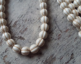 Howlite melon beads in creamy white - strand, 10mm round melon beads, ivory white howlite beads, pumpkin beads, white howlite melon beads