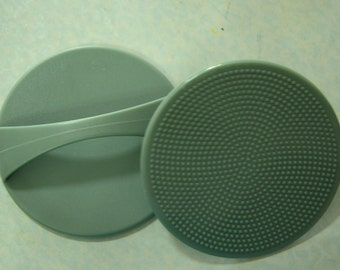 A Great Wet felting tool - Plastic Round Shape Washboard with Handle