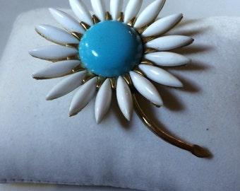 Vintage jewelry Trifari hallmarked beautiful sunflower brooch