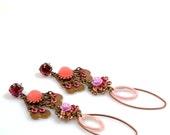 Long earrings in pink and brass, Ibiza hippie earrings, strawberry ice - Unique handmade jewelry by Catena Sieraden