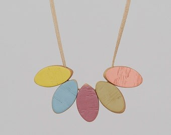 Short Wooden Necklace - Plum