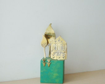 Cottage and trees sculpture, brass sculpture set of house and trees on green wooden cube, cottage with juniper trees and tulips art object
