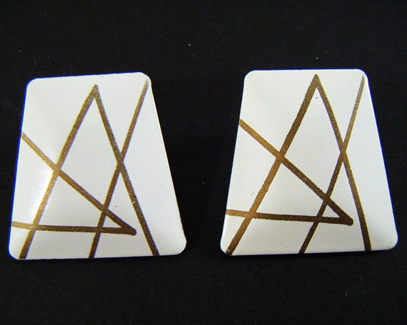 Trapezoid Shaped House: Vintage 80's White & Gold Trapezoid Shaped Pierced