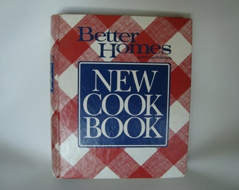 Better Homes and Gardens New Cookbook// Vtg Cookbook// 1980s Cookbook// Red and White Gingham Cookbook