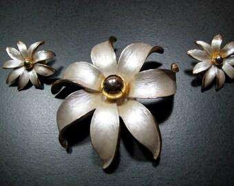 Vintage Lily Flower Pin Brooch Earrings Ivory Guilloche Enamel Parure Set