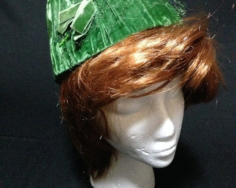 Vintage 1950's Green Velvet Pill Box Hat   (LDT1)