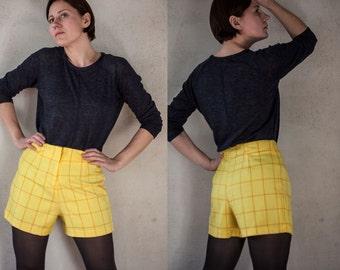90s woman high waist yellow shorts  /yellow red checkered shorts/ S/M