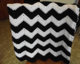 Black & White Chevron Crocheted Afghan/Black and White Chevron Throw/Black and White Ripple Throw/Black and White Zig Zag Blanket