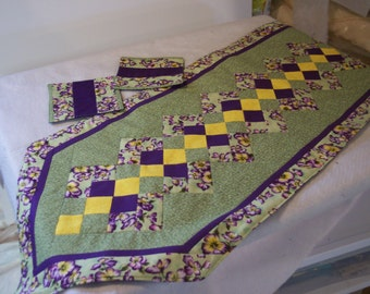 Pansy Purple/Green Table Runner