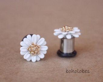 Retro daisy flower embelishment Cabochon plugs for gauged ears: 8g 6g 4g 2g 0g 00g 3mm 4mm 5mm 6mm 8mm 10mm