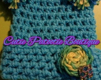 turquoise crochet hat with flower and rhinestone