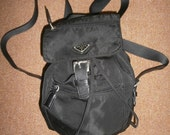 Items similar to Vintage zainetto di nylon di Prada nero con ...