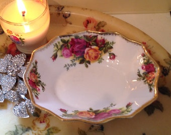 Vintage pin dish made by Royal Albert in the Old Country Roses pattern. Fluted Pin Dish. C1962-1972
