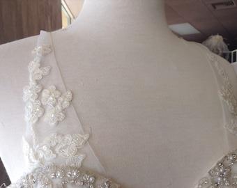 Detachable strap. Delicately appliquéd lace on tulle. # 61