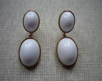 Vintage Richelieu White Lucite Cabochon Gold Tone Screw Clip On Dangling Earrings