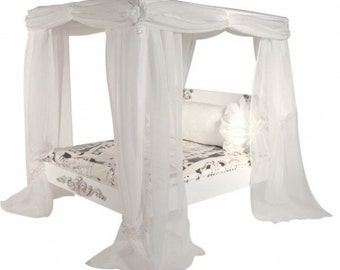 JEZEBEL Silk Canopy Pet Bed