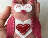 Felt Owl Ornament / Gift Tag / Note Holder - Valentine Owl with Heart