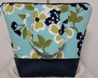 Insulated Lunch Bag, Vinyl Bottom, Floral, Nylon Liner, Inner Zipper Pocket,Washable,Reusable,Flowers,Work Lunch Bag, School Lunch Bag.