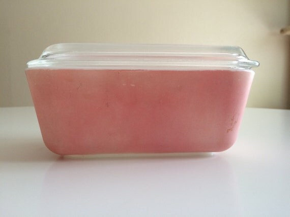 pink pyrex small casserole dish w lid by beatnikreject on etsy. Black Bedroom Furniture Sets. Home Design Ideas