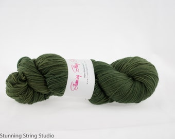 Mossy Green - Luxury Fingering Weight - Merino, Cashmere & Nylon - 100 g - 425 yds