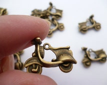 Antique Scooter Brass Charm Pendant_Rb65655231S_of_22x17 mm_5 pcs