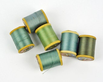 Vintage Wooden Thread Spools / COATS & CLARKS Mercerized Cotton Threads / Tiny Wood Thread Spools / Set of 6 Colorful Sewing Thread (3)