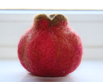 Play food pomegranate. Pretend play fruit. Play kitchen felted toy. Kitchen decor. Needle felted educational toy. Waldorf. Handmade.