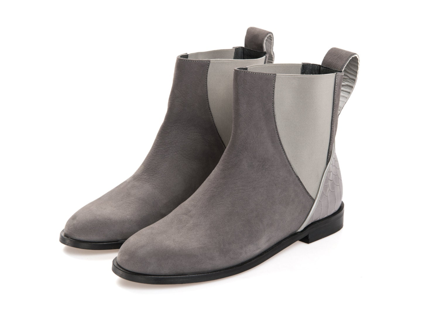 Kohl's offers many different styles and types of women's ankle boots, like peep toe booties, slip-on booties, Chelsea booties and more. All of these booties come from great brands like Circus by Sam Edelman, American Glamour by Badgley Mischka, Croft & Barrow, Olivia Miller, the Journee Collection and Apt. 9 booties.
