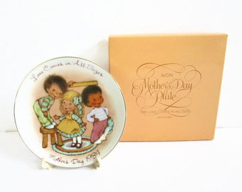 Mother's Day Plate, Love Comes In All Sizes, 22K Gold Trim Porcelain Plate, Holiday Decor Vintage Avon 1984 Plate Easel Little Boys and Girl