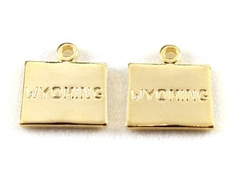 2x Gold Plated Engraved Wyoming State Charms - M114-WY