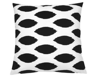 Ikat pattern CHIPPER 50 x 50 cm black and White Cushion cover