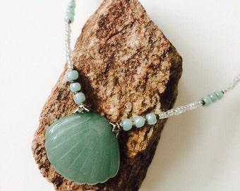 SET.-Green Jade Seashell Necklace, Earrings & Bracelet Set.
