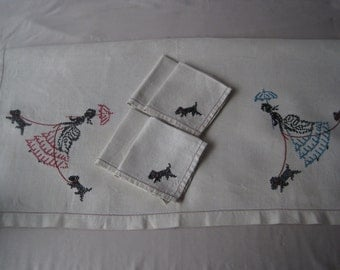 Embroidered linen tablecloth and napkins