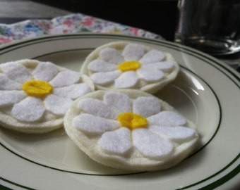 Daisy Frosted Sugar Felt Cookies - Set of 3