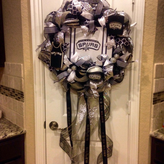 San antonio spurs wreath spurs wreath spurs mesh wreath for Spurs decorations