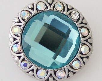 Clearance ~ KB7315 Faceted Aqua Center Surrounded by Rainbow Crystals