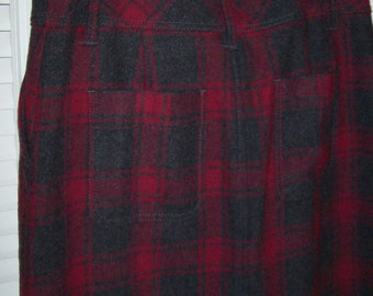 Vintage Eddie Bauer skirt , neat plaid , two back pockets, two side. zip front size 12