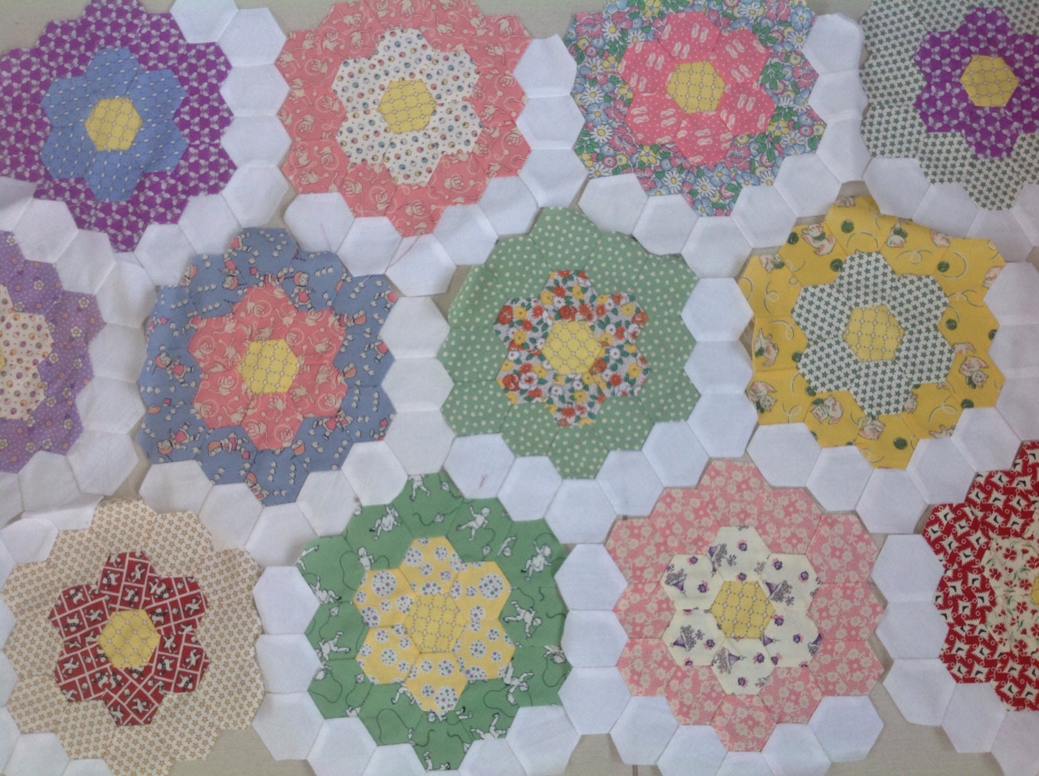 Vintage Calico Print Fabric Quilt Pieces Sewing Crafting