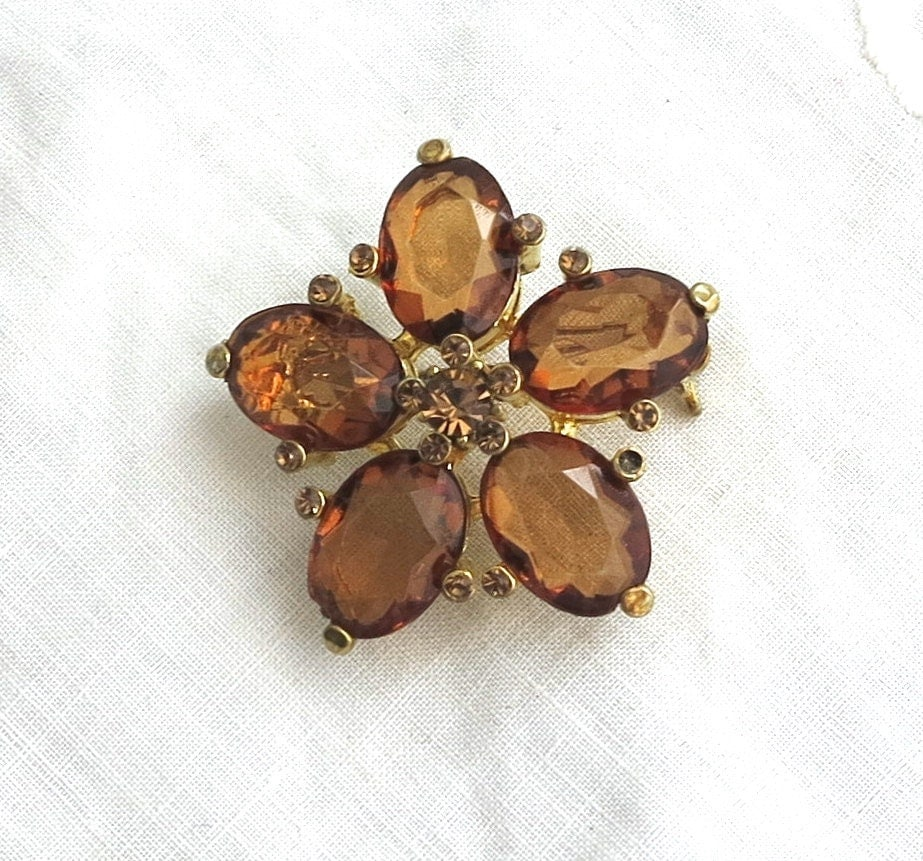 Vintage Brooch: 1960s amber and gold toned flower