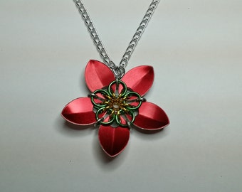 Chainmaille Celtic star flower pendant (red)